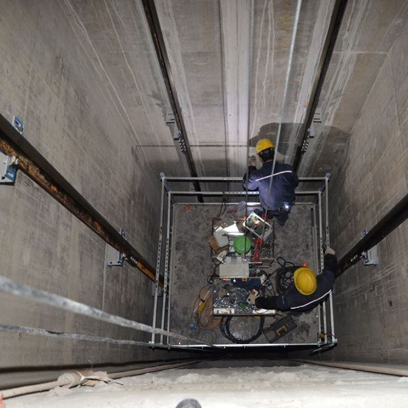 Giải đáp: Mặt trong hố thang máy gia đình có cần trát không?